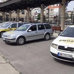 Profi taksi   parkirana kola